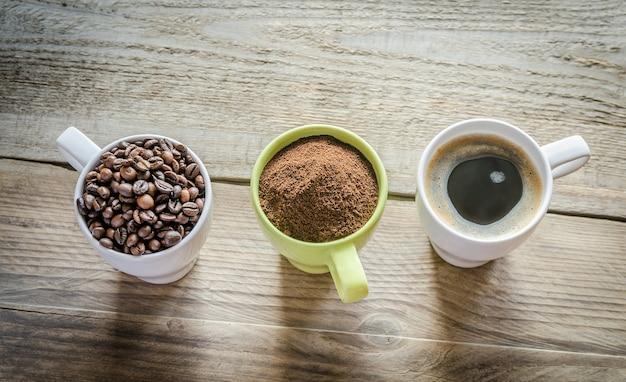 Três etapas de preparação do café
