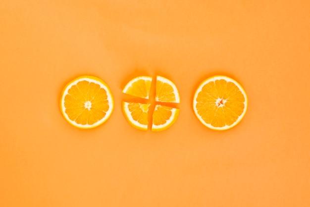 Três fatias de laranja