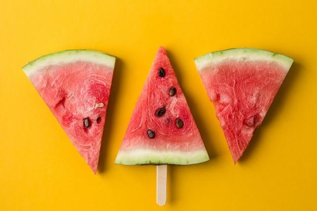 Três fatias de melancia
