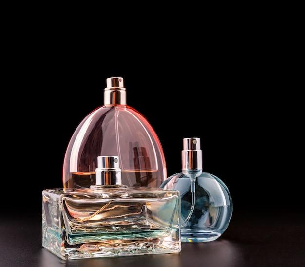 Três frascos de perfumes