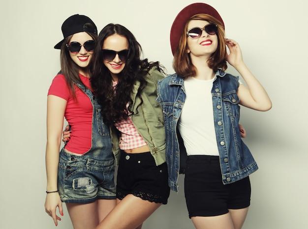 Três garotas hipster sexy elegante melhores amigas.