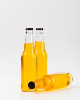 Três garrafas de cerveja