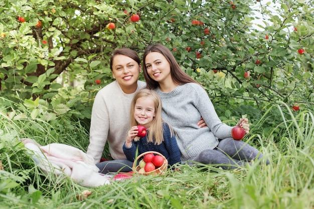 Três gerações de mulheres da mesma família