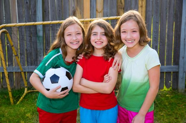 Três irmãos meninas amigos futebol futebol vencedor jogadores