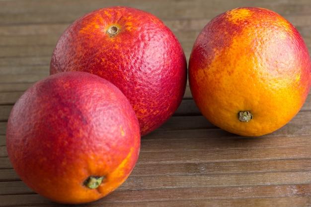 Três laranjas sicilianas