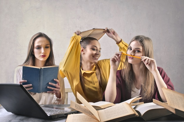 Três meninas de estudante