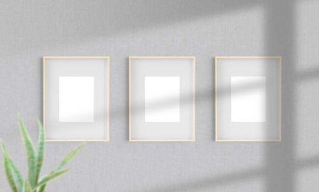 Três molduras de madeira em uma maquete de parede em 3d
