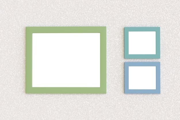 Três molduras em branco penduradas na parede.
