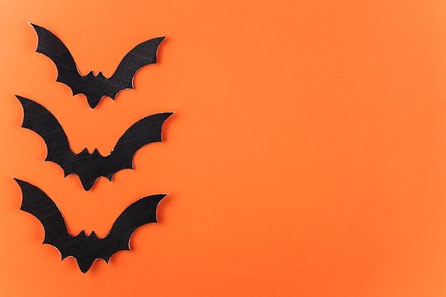 Três morcegos de papel preto para o halloween
