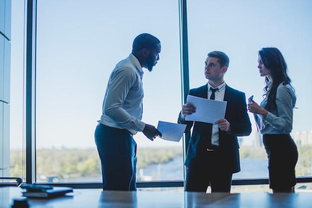 Três, negócio, pessoas, discutir