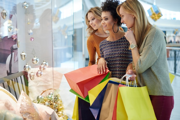 Três os melhores amigos no shopping