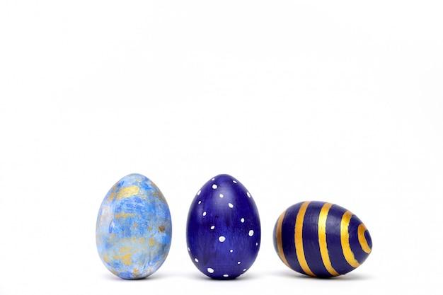 Três ovos da páscoa na moda colorido clássico azul