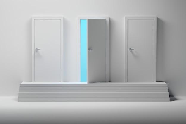 Três portas brancas e uma porta aberta sobre escadas