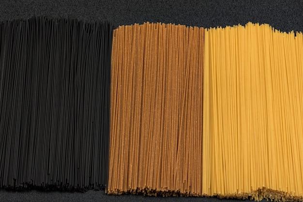 Três tipos de espaguete seco