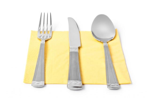 Três utensílios de cozinha garfo, faca e colher isolado