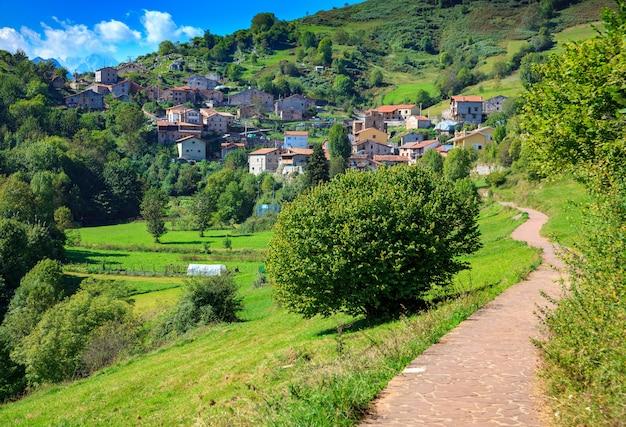 Tresviso (cantábria - espanha). aldeia do norte, localizada no parque nacional picos de europa. aldeia de montanha isolada.