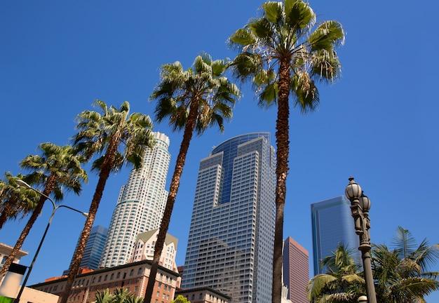 Tríade de palmeiras do centro da cidade de los angeles pershing square