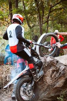Trials motocicleta enquanto competição