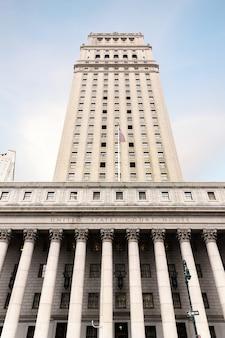 Tribunal de justiça dos estados unidos. fachada do tribunal com colunas, baixa manhattan, nova york