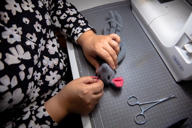 Tricô com ajuda de máquina de costura