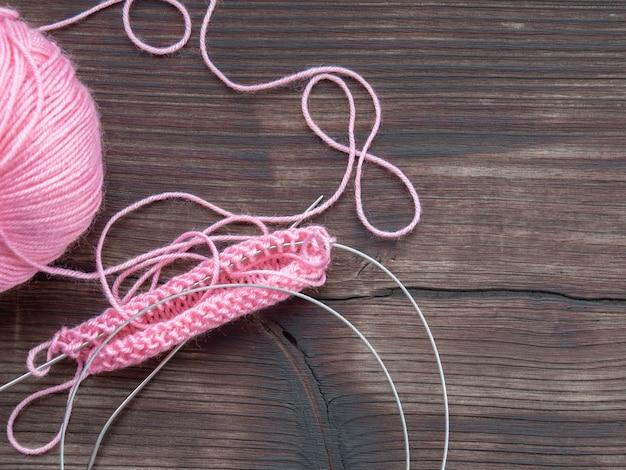 Tricô, fio, cor rosa, feito à mão