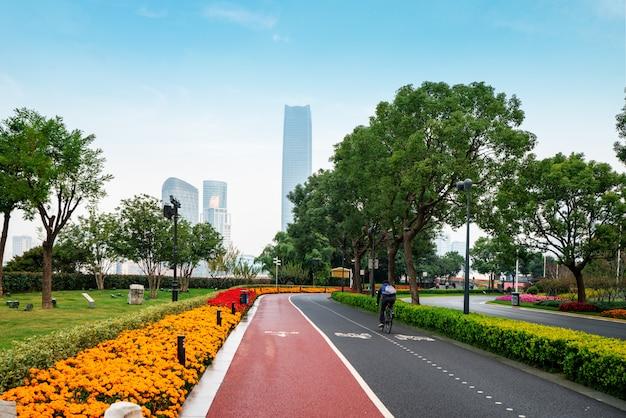 Trilha de fitness no parque no bund plaza em shanghai, china