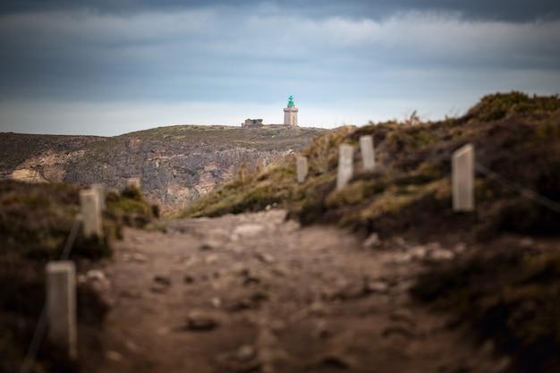 Trilha em cap frehel e na costa típica da bretanha, no norte da frança