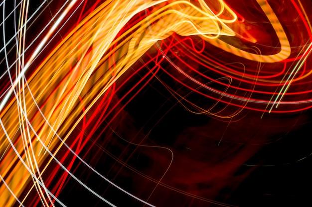 Trilhas de luz abstrata à noite