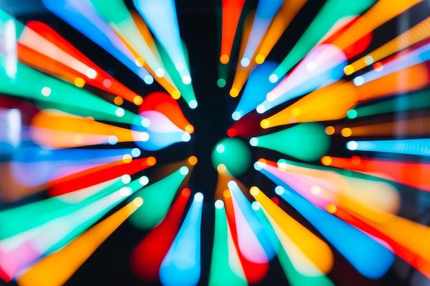Trilhas de luzes coloridas em movimento