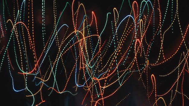 Trilhas multicoloridas de luzes de néon