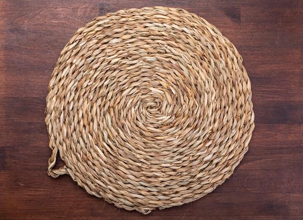 Tripé vazio de fibras naturais.
