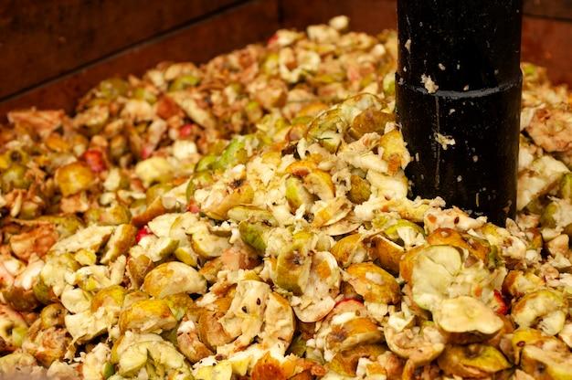 Triturador de maçã antigo para fazer cidra