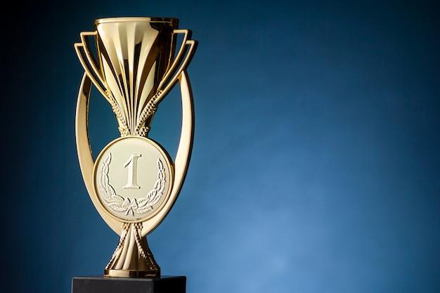 Troféu ou copo dos vencedores do campeonato de ouro