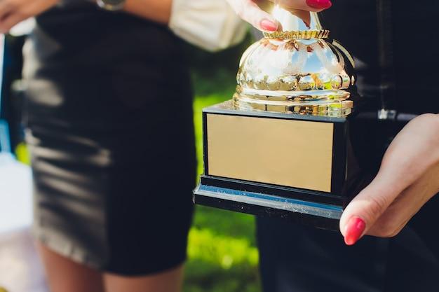Troféus para liderança de campeões no torneio, sucesso de cerimônia para prêmios de vitória.
