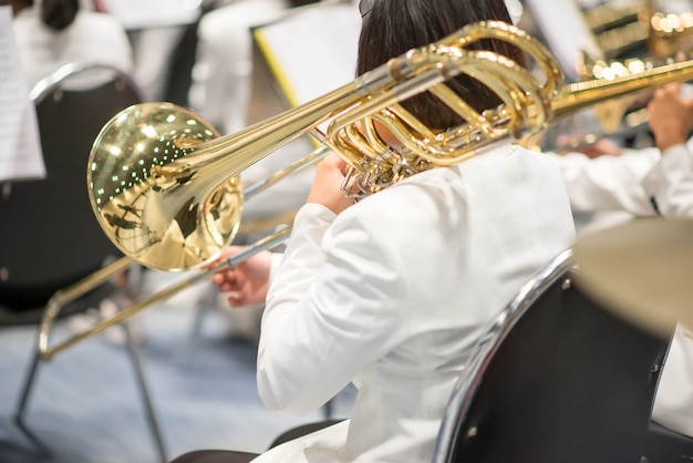 Trombone com apresentação da orquestra da equipe