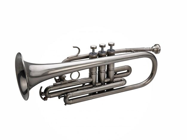Trompete de prata isolado no branco