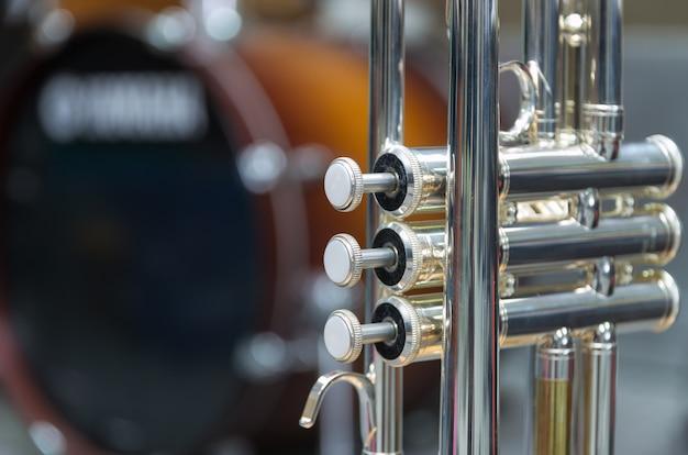 Trompete no fundo do tambor
