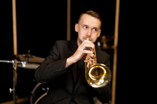 Trompetista, jogador, estúdio