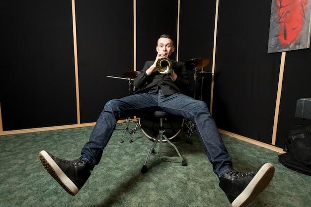 Trompetista, jogador, refrigerar, cadeira