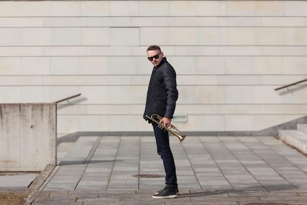 Trompetista, jogador, urbano, meio ambiente