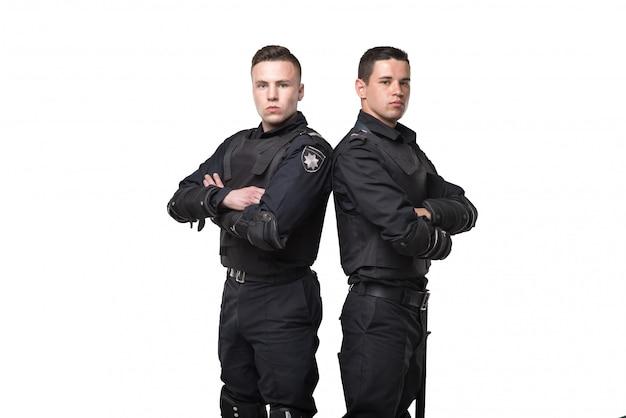 Tropas da força especial com arma e bastão