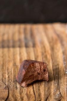 Trufa de chocolate em pó de cacau