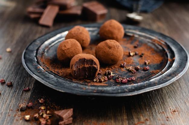 Trufas de chocolate amargo com pimenta sichuan