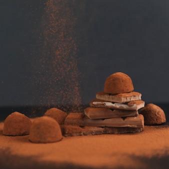 Trufas de chocolate com cacau em pó