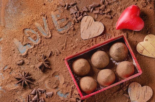 Trufas de chocolate com corações dos namorados