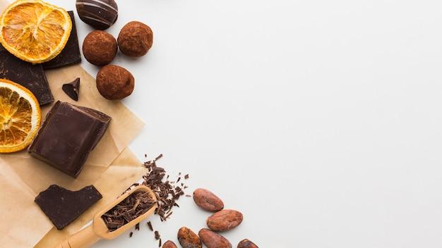 Trufas de chocolate com espaço de cópia