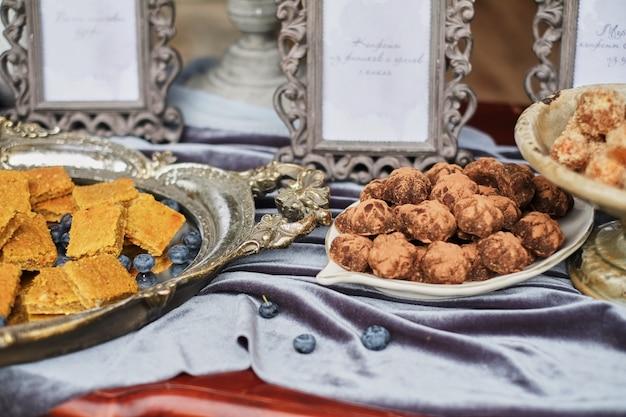 Trufas de chocolate vegan saudáveis caseiras com pistache