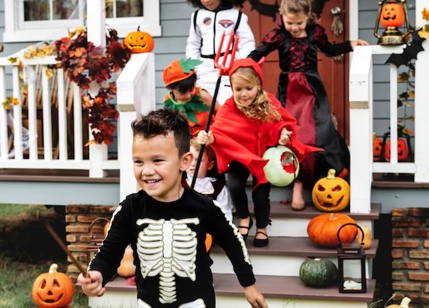 Truques infantis ou travessuras durante o halloween