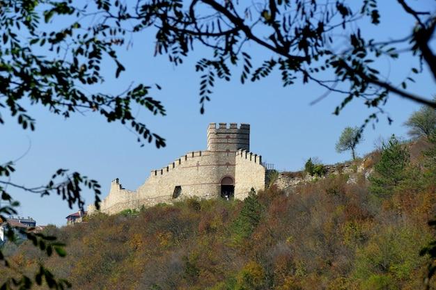 Tsarevets é uma fortaleza medieval situada em uma colina com o mesmo nome em veliko tarnovo
