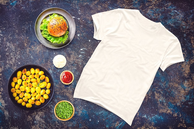 Tshirt em branco com comida